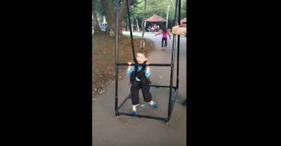 Padre crea invento para que su hijo pueda caminar