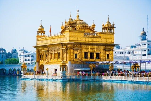 भारत के प्रसिद्ध धार्मिक स्थल जो है सबसे ज्यादा पर्यटकों के आकर्षण और श्रद्धा-भक्ति का केंद्र