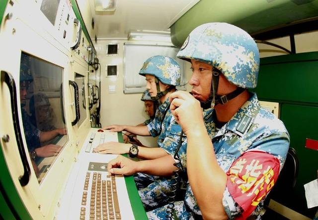 Chinese People's Liberation Army (PLA): Photos and Videos - Page 3 Chinese%2BAir%2BDefence%2Bunits%2Bin%2BSouth%2BChina%2BSea%2B4