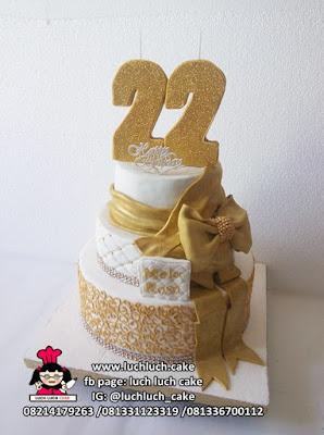 Kue Tart Tingkat Emas