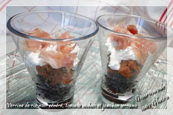 Verrine au riz noir vénéré, tomates séchées et jambon serrano