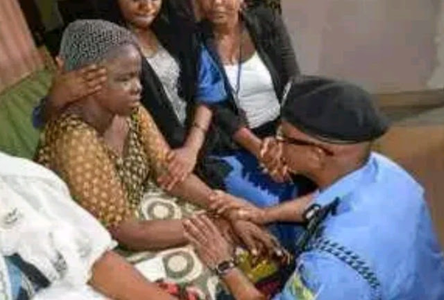 See How Lagos Police Commissioner Kneels To Beg Late Kolade Johnson's Family
