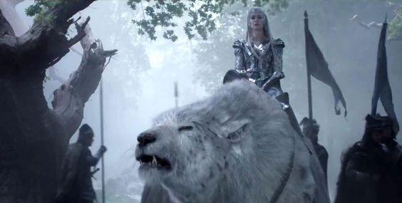 Freya (Emily Blunt) com seu urso polar cena do filme
