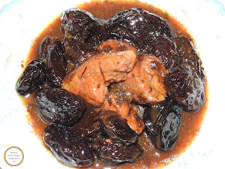 Mancare de prune cu carne de porc la ceaun reteta taraneasca traditionala de casa dobrogeana romaneasca gatita cu zahar ars caramel si faina retete culinare mancaruri dulci,