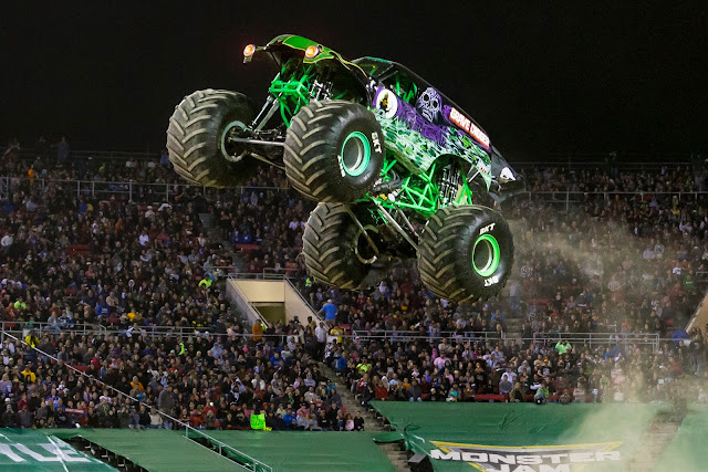 Monster Jam UK Arena Tour - Grave Digger Jump