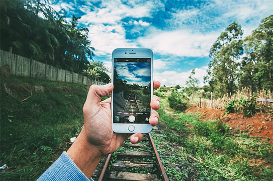 Taking-picture-using-smartphone-camera