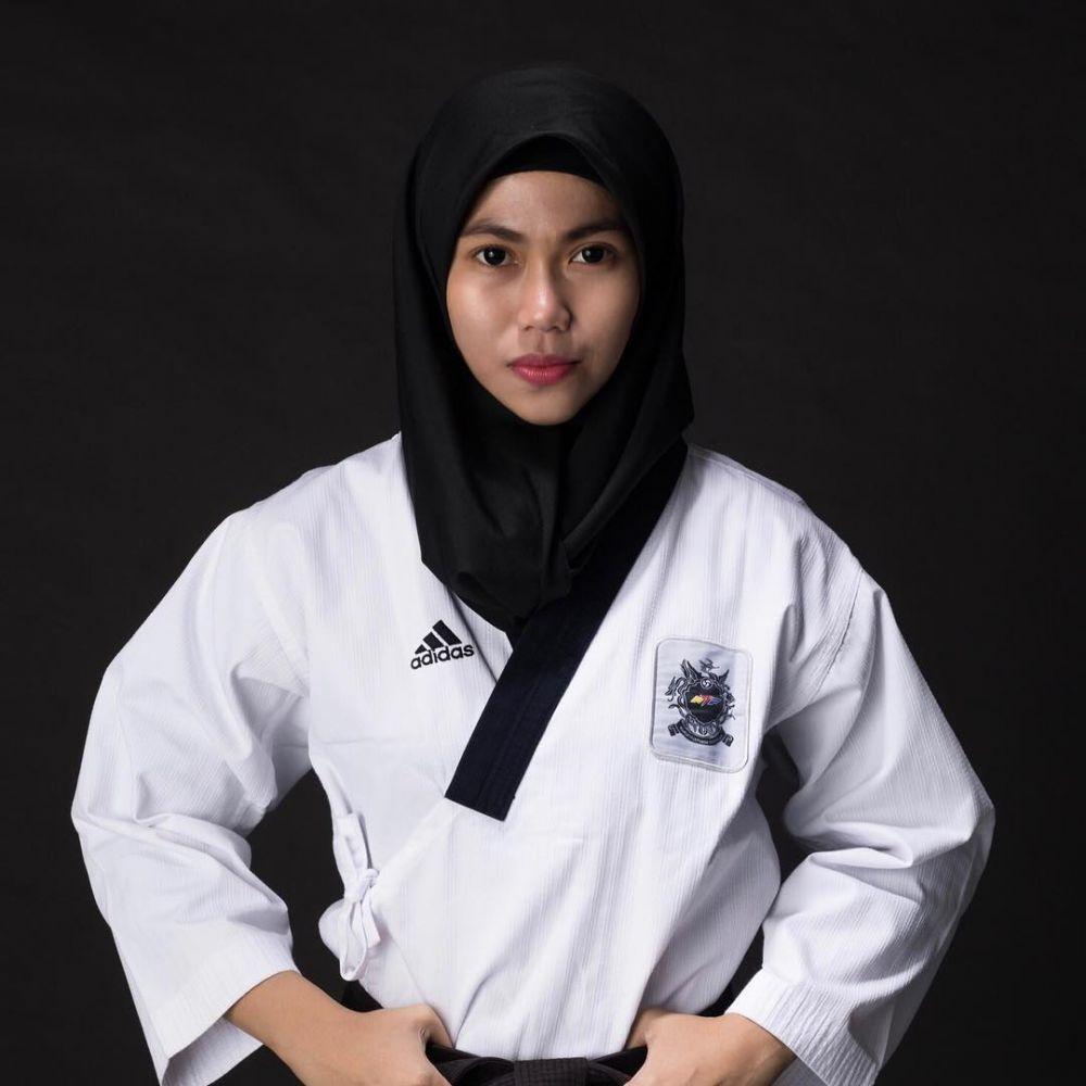 10 Potret Defia Rosmaniar, Penyumbang Medali Emas Pertama Indonesia. Nomor 9 Bikin Adem!