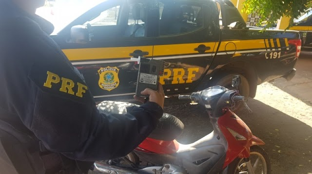 PRF apreende Jovem de 14 anos após ser flagrado pilotando moto alcoolizado