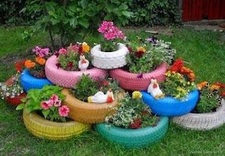 http://manualidadesreciclables.com/14826/jardinera-con-ruedas-de-coches