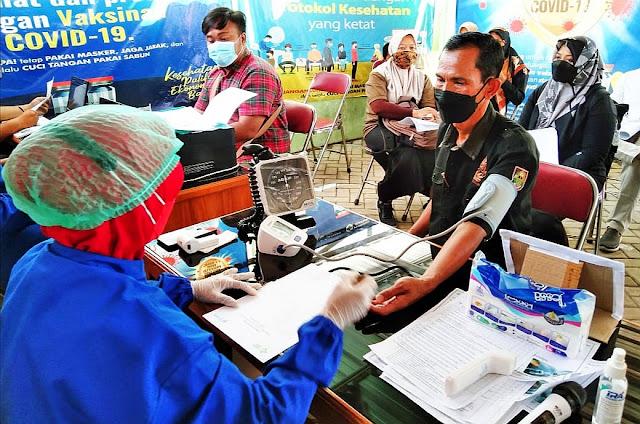 Ratusan Perangkat Desa di Nogosari Jalani Vaksinasi Tahap Dua