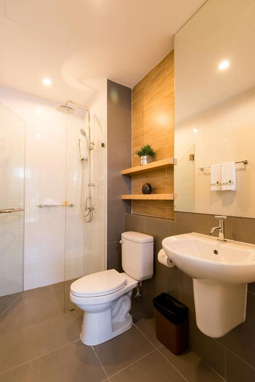 hill myna condotel review phuket nice and cheap hotel toilet