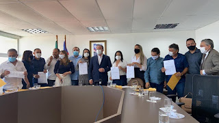 Em São Luís prefeita Cristiane Varão assina convênio que garantirá perfuração de poço artesiano no Povoado Jatobá Ferrado e outras 5 localidades.