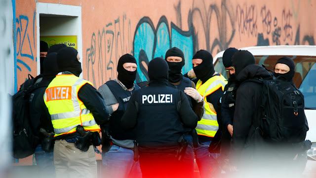 """Detienen en Alemania a 11 supuestos miembros una red de abuso infantil, autores de imágenes que llevaron a policías a """"los límites de lo tolerable"""""""