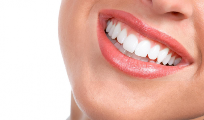 Cara Memutihkan Gigi Secara Alami Tanpa Efek Samping Ruangan Sehat
