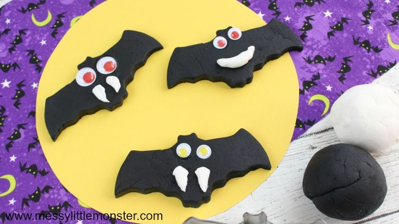 Halloween playdough bat craft