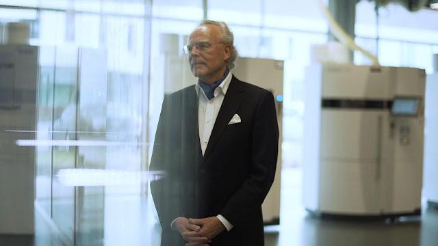 Pria Ini Menjadi Miliarder Berkat Gagasan yang Ditolak oleh Bosnya