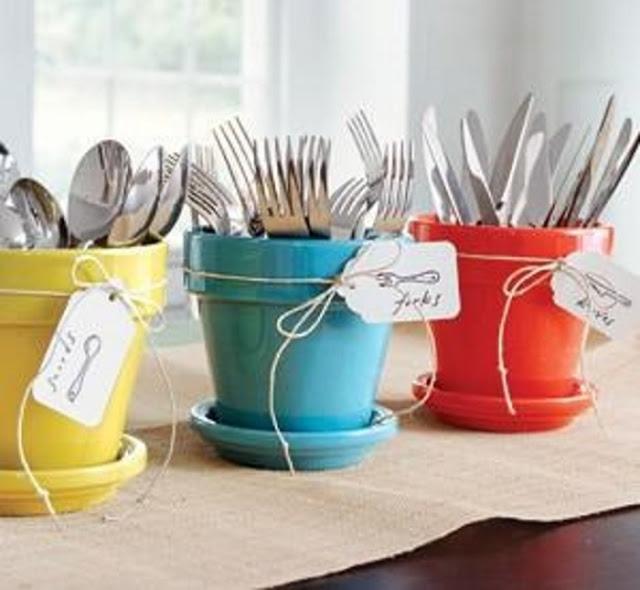Οργανώστε τα μαχαιροπήρουνα σας σε όμορφες, πολύχρωμες μικρές γλάστρες
