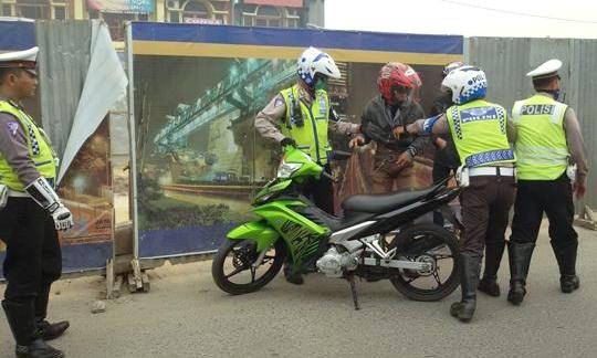 Razia Polisi Tepat Di Tikungan Jalan? Laporkan!