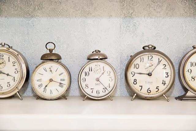 vintage clocks anaglypta wallpaper