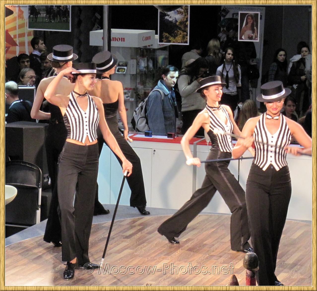 Dancing girls on Photoforum - 2010