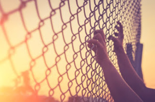 s320/stock-photo-60649746-hand-holding-on-chain-link-fence
