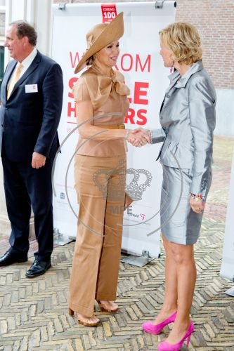 Queen Maxima Style fashions wore Natan Dress, J.Crew shoping Prada dress