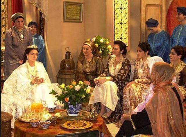 cena de O clone Casamento mulheres na sala