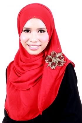 hijab segi empat dengan bros