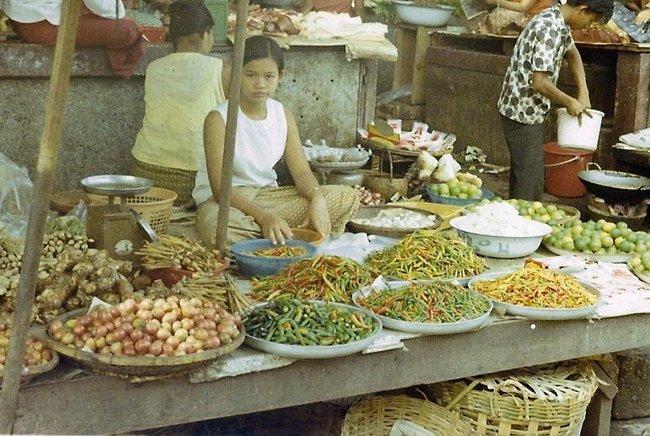продавщица на тайском рынке