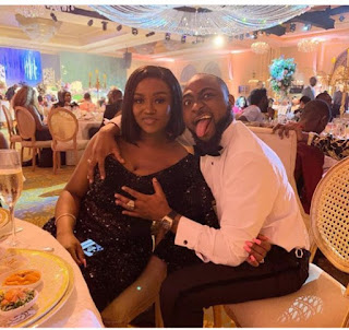Davido unfollows Chioma and everyone else on Instagram.
