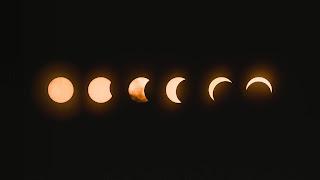 Photo eclipse by Mark Tegethoff on Unsplash