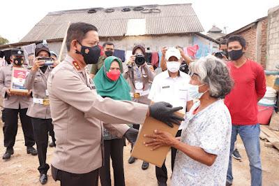 Kampung Nelayan Terima Bansos Dari Polda Lampung