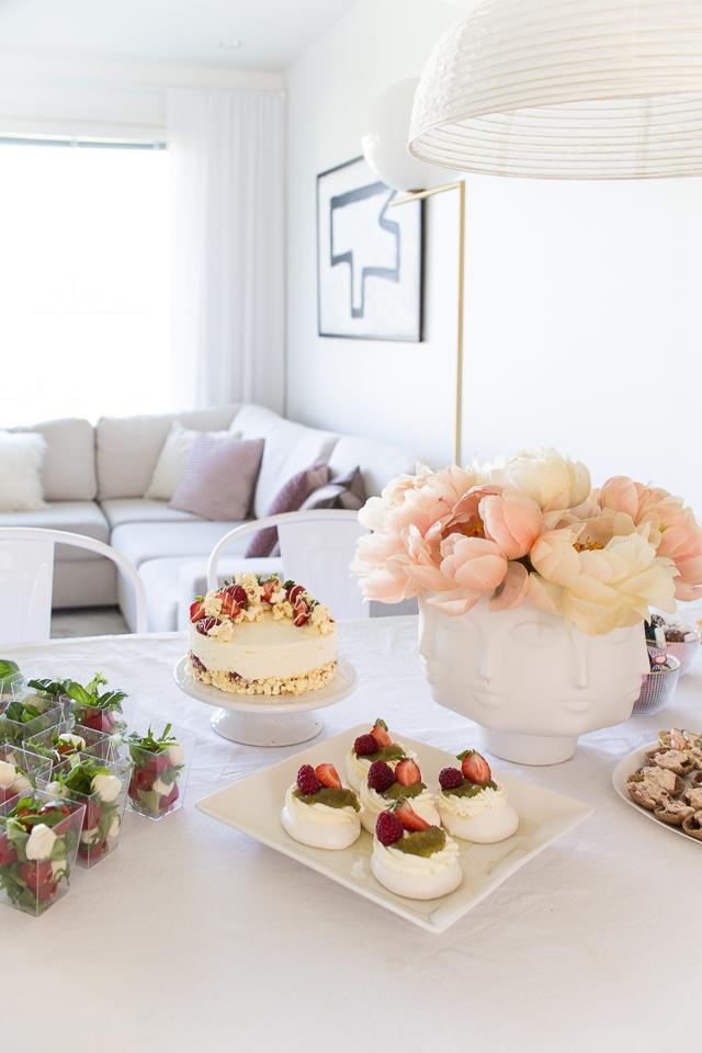 Villa H, ruokailutila, pavlovat, vinkit onnistuneisiin juhliin