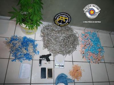 Polícia Militar prendeu um homem com dez kilos de drogas e uma pistola em Cajati