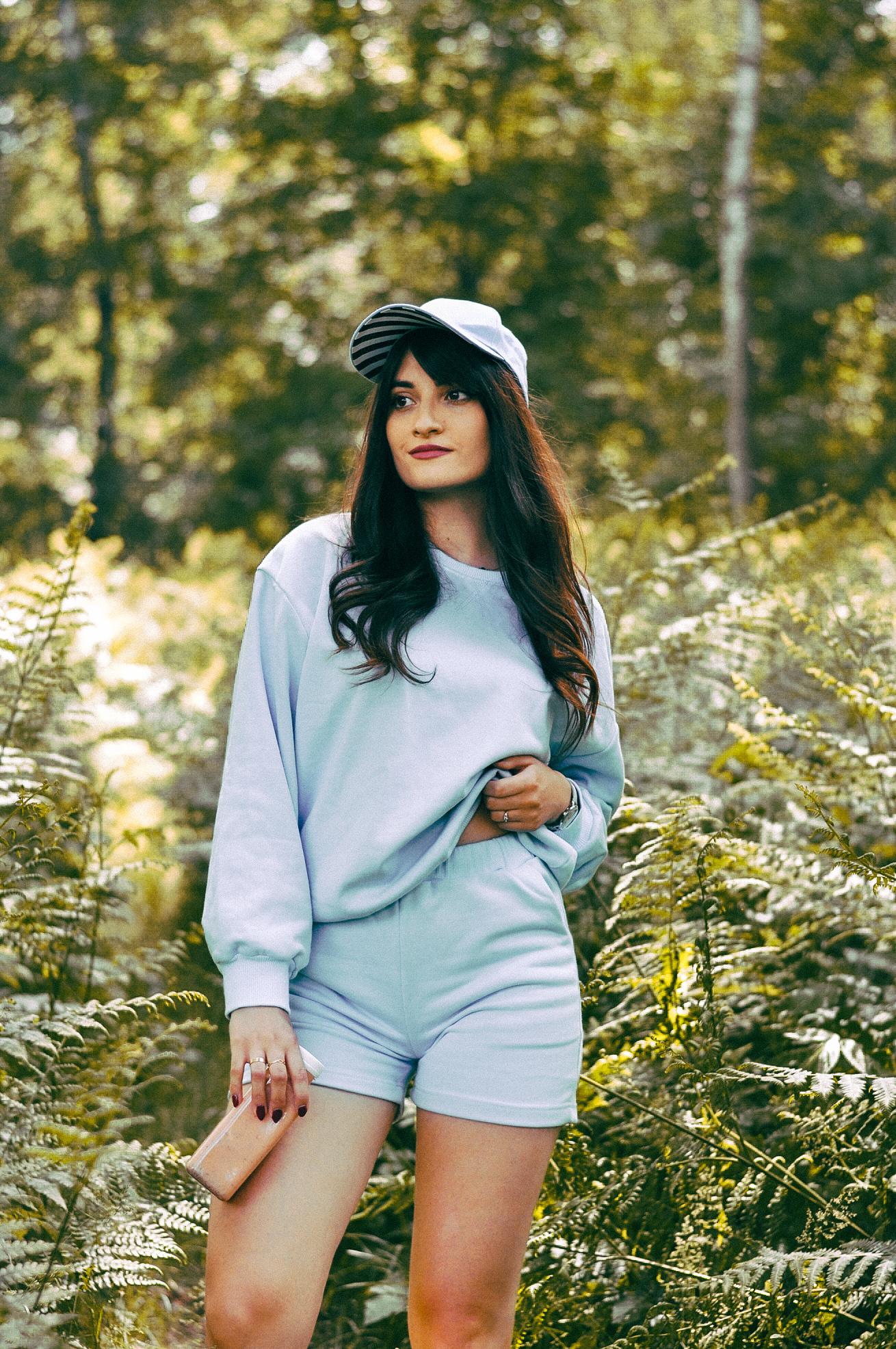 Dres z krótkimi spodenkami damski niebieski - stylizacja dnia