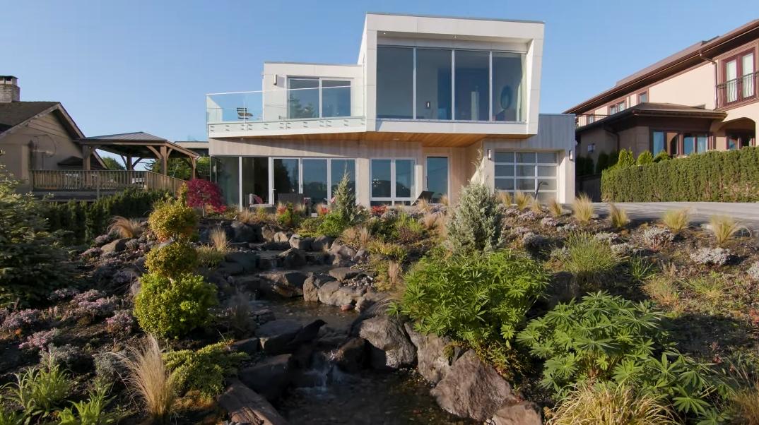 66 Interior Design Photos vs. Tour C$14 Million West Vancouver Contemporary House With Car Turntable