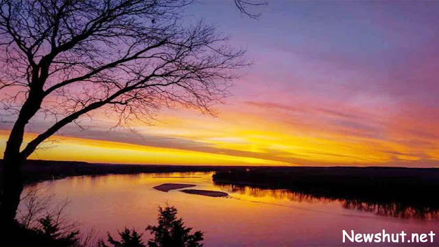 The Missouri River is the largest American river