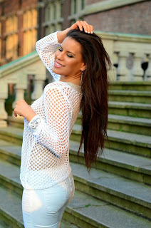 http://tamarachloestyleclues.blogspot.nl/2014/03/white-mesh-with-myca-couture-jewellery.html
