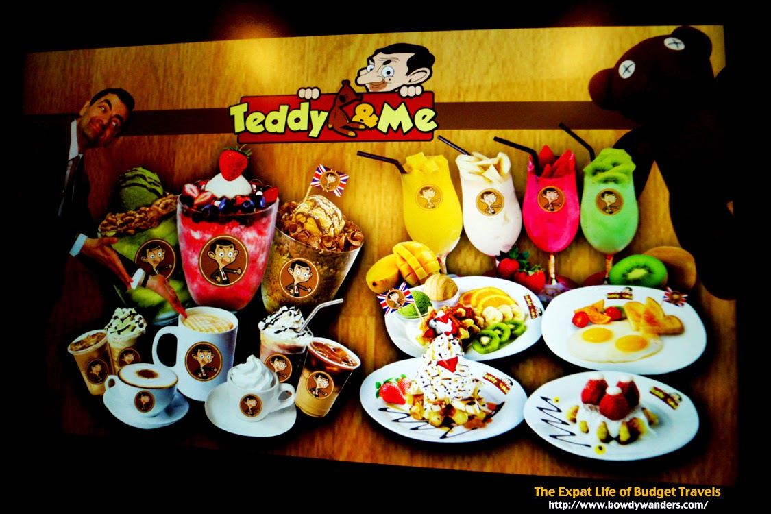 bowdywanders.com Singapore Travel Blog Photo Philippines South East Asia :: Singapore :: Teddy & Me Café in Raffles Boulevard