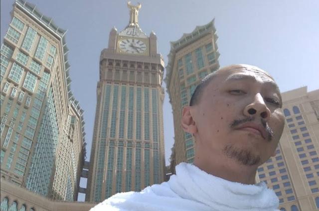 Abu Janda di Ka'bah Mekkah