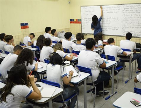 Pernambuco eleva gastos com servidores e aposentados