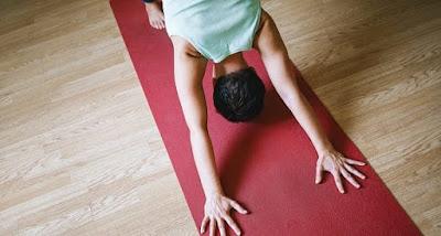 Técnicas de relajación y meditación de conciencia plena – reentrenamiento de respiración, relajación progresiva muscular, y ejercicio – pueden ayudarte a desarrollar la habilidad de lidiar de una manera más efectiva con el estrés que contribuye a los síntomas de ansiedad y ánimo, así como síntomas físicos.