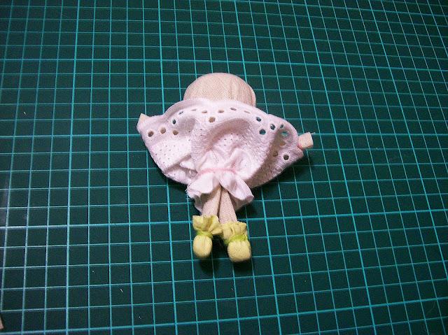 народная кукла на счастье мастер - класс от Насти: присбариваем и перевязываем кружево-подъюбник