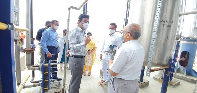 जिल्हाधिकारी दिवेगावकर यांची धाराशिव साखर कारखान्याला भेट: ऑक्सिजन निर्मीती प्रकल्पाची केली पाहाणी