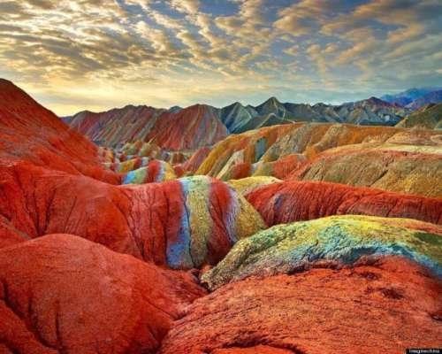 इन सात रंगों वाले पहाड़ों को देखकर नजर नहीं हटा पाएगे आप