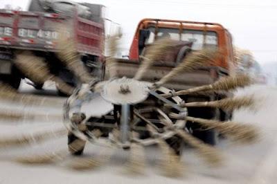 Cara Orang Di Negara China Bersihkan Jalan Raya