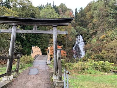 鳥居と橋と七滝