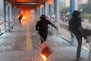 Terungkap! Pembakar Halte Busway Saat Aksi Tolak UU Ciptaker Berpakaian Hitam-hitam