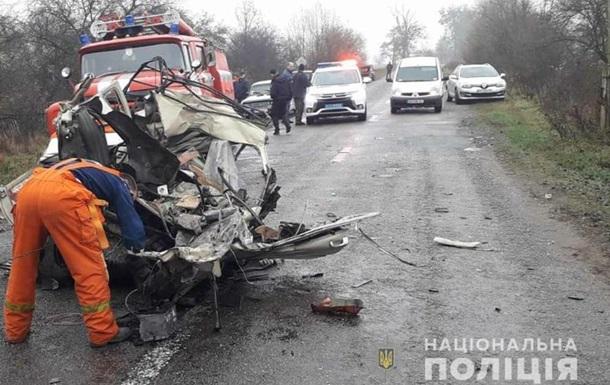 У Житомирській області КамАЗ протаранив легковик, три жертви