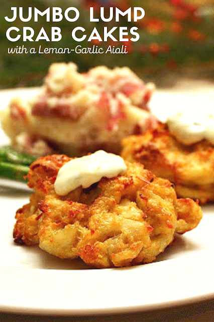 Jumbo Lump Crab Cakes - no fillers! Legal Seafoods copycat crab cakes. Served with a Lemon Garlic Aioli. #crabcakes #valentinesdinner
